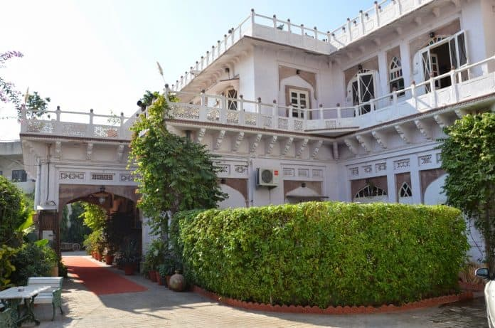 Bollywood Celebrity Houses & Their Luxurious Home