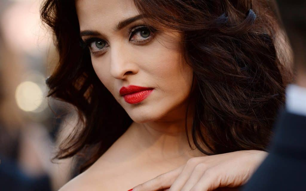 Aishwariya Rai Turns Into Bollywood Actresses