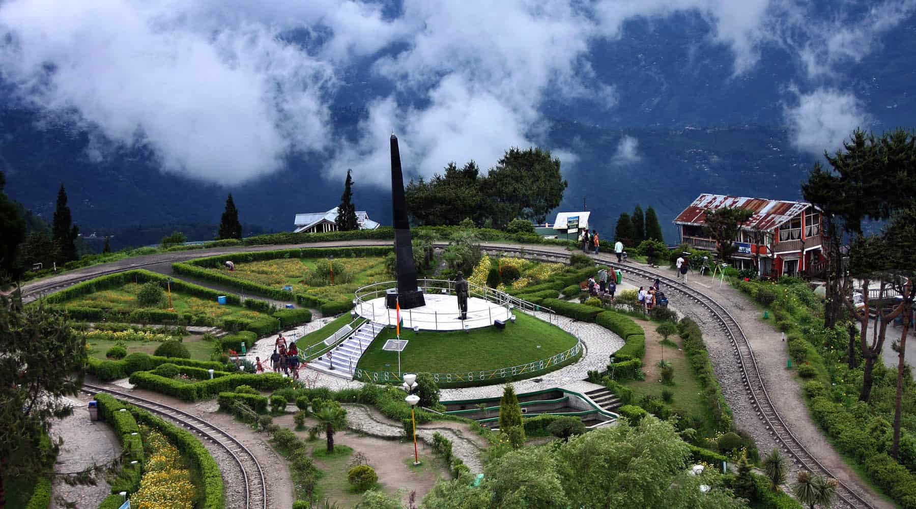 Darjeeling Is The Famous Hill Station Place To Visit In India