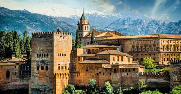 Alhambra In Spain Is The Best Historical Places In The World